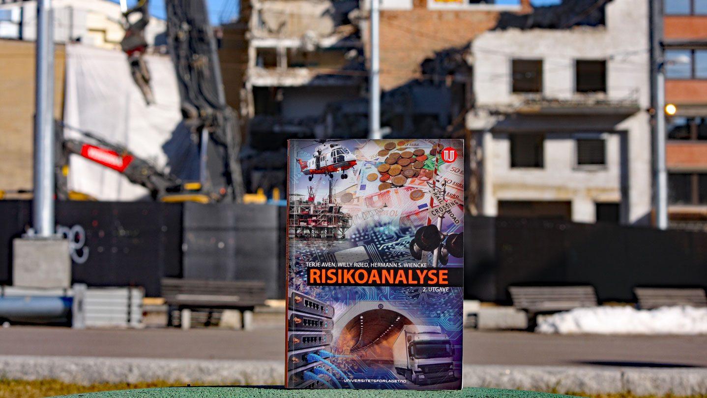 Risikoanalyse-Aven,-Røed,-Wiencke-Universitetsforlaget