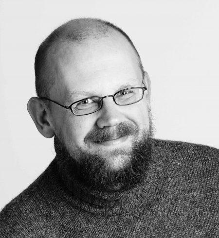 Øystein Elgarøy er professor ved Institutt for teoretisk astrofysikk ved Universitetet i Oslo. (Foto: Universitetsforlaget)